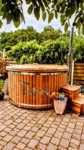 Fiberglass lined hot tub with integrated burner thermo wood Wellness Royal 1