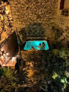 Square rectangular large hot tub 1