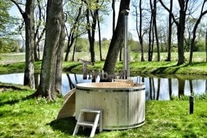 Wooden hot tub basic model made of siberian spruce larch 23