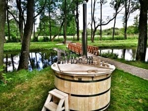 Wooden hot tub for garden 18