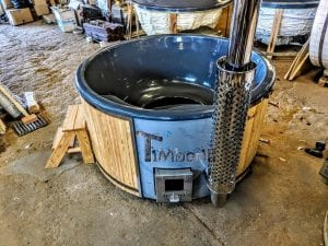 Fiberglass lined outdoor spa with integrated heater Spruce Larch Wellness Deluxe 3