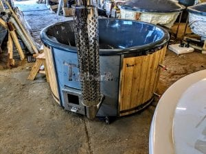 Fiberglass lined outdoor spa with integrated heater Spruce Larch Wellness Deluxe 4
