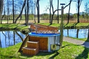 Fiberglass outdoor spa Wellness in thermo wood with wooden lid 3
