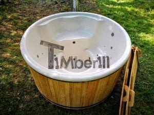 Outdoor fiberglass hot tub with integrated heater Wellness Deluxe 14