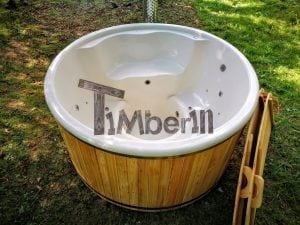 Outdoor fiberglass hot tub with integrated heater Wellness Deluxe 15