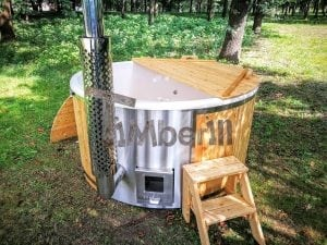 Outdoor fiberglass hot tub with integrated heater Wellness Deluxe 25