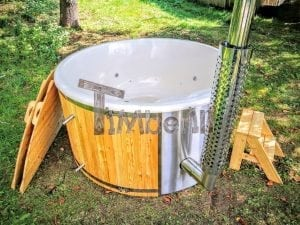 Outdoor fiberglass hot tub with integrated heater Wellness Deluxe 8