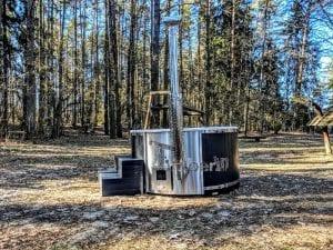 Black fiberglass lined hot tub with integrated burner Wellness Scandinavian 11