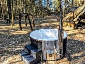 Black fiberglass lined hot tub with integrated burner Wellness Scandinavian 20