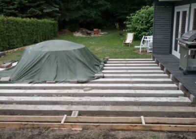 Building the outdoor terrace (4)